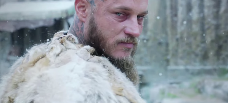 Zobacz Vikings se04e01 online!